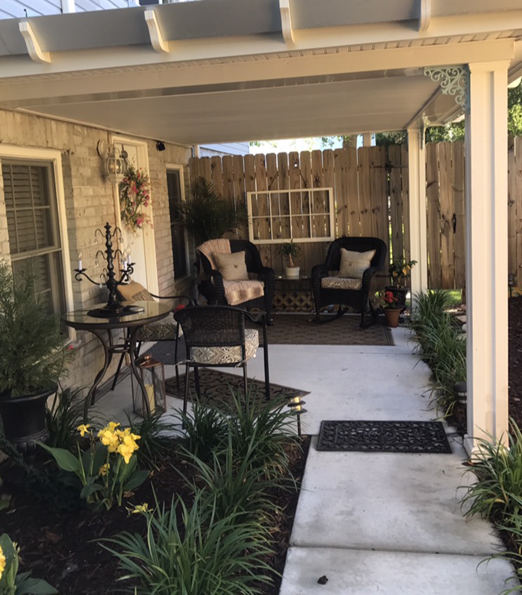 ... Refrigerator, Ice Machine, Microwave, Dishes, Glassware, And More!  Enjoy Itu0027s Private Entrance And Patio. You Wonu0027t Want To Leave!